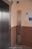 Ліфт Izamet, з станцією управління (справа)